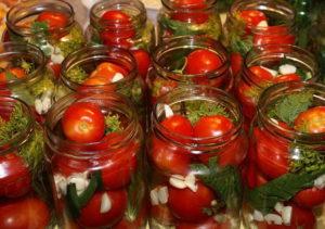 консервировать помидоры