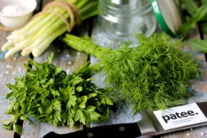 зелень в холодильнике