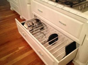 Как хранить крышки от кастрюль на кухне, чтобы не занимали много места