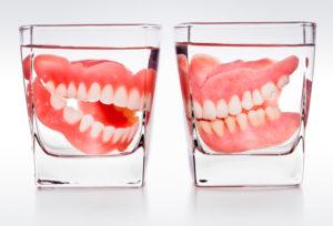 Как нужно хранить зубные протезы в домашних условиях