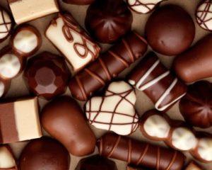 Какой срок годности шоколадных конфет в коробке и на развес
