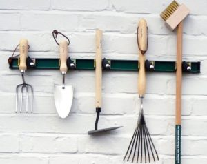 Все про хранение садового инвентаря в домашних условиях