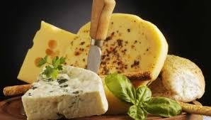Можно ли хранить сыр в морозилке и как долго